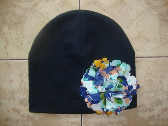 Новая,трикотажная шапочка с цветком на ОГ 48-50.