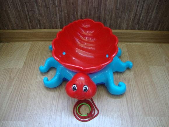 Большой осьминог для игры в песочнице.