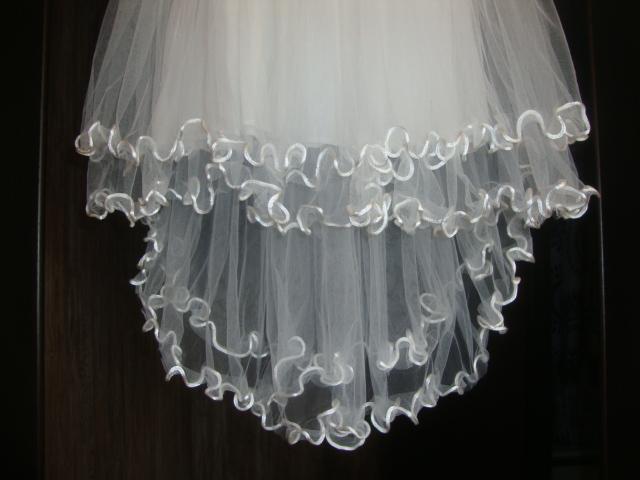Новое, праздничное платье со шлейфом д/д 110-116р.