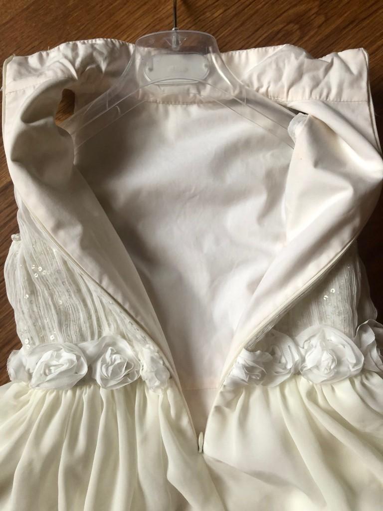 Элегантное платье на торжество Daga (122-134)