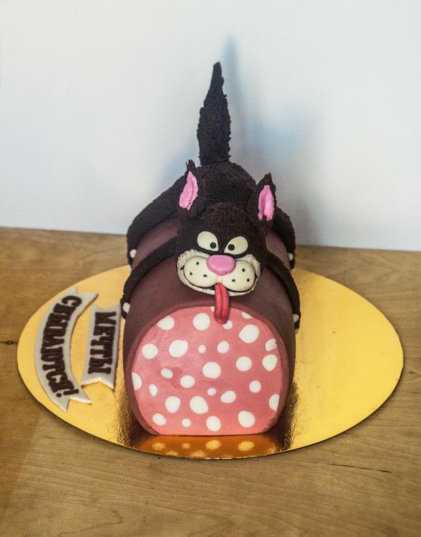 торт кот с колбасой рынке много