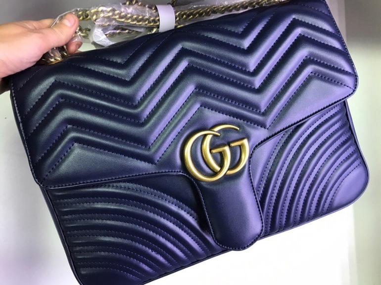 01f849afe9a5 Gucci Marmont GG в которую свободно входит формат А4. Плотная кожа,  фирменная отстрочка и винтажная Фурнитура. В сумочке 1 отделение и флоковая  подкладка.