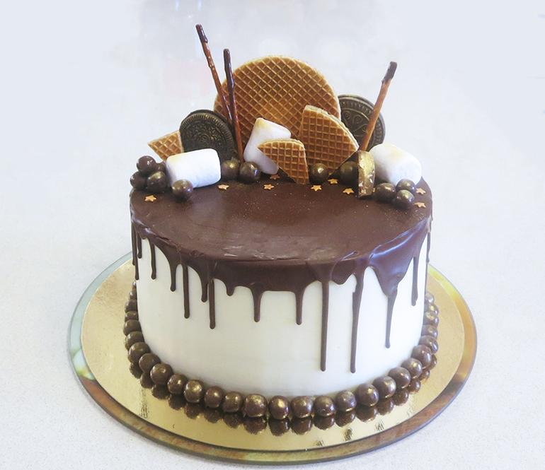 Вот такие интересные варианты украшений тортов можно использовать в домашнем кондитерстве.