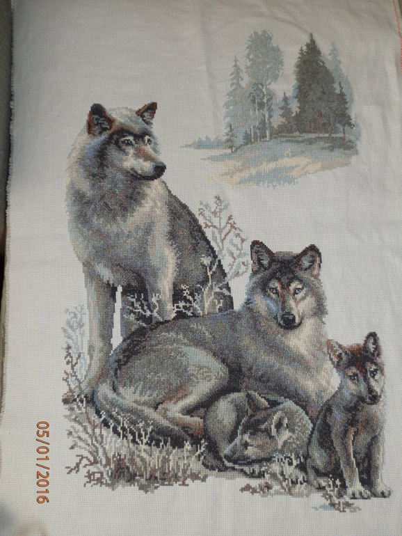 Вышивка риолис волки