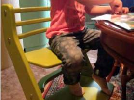 продаю детский растущий стул Горыныч