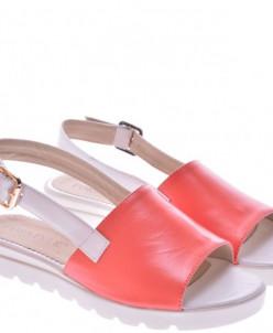 Женские кожаные босоножки на низком ходу