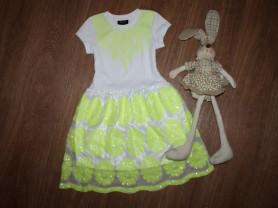 Очень классное,яркое платье на 6-8 лет,в отличном