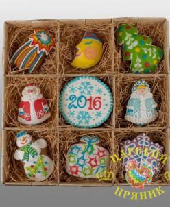 812 Набор новогодних игрушек цветной в квадратном лукошке