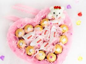 Сердце из конфет в ассортименте