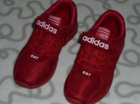Новые кроссовки Adidas, 32 размер