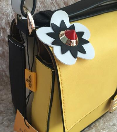 Женские сумки средних размеров Fendi в Украине: купить