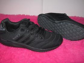 НОВЫЕ , дышащие кроссовки Adidas.