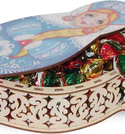 Вишня в шоколадной глазури в шкатулке-плетеная матрешка.