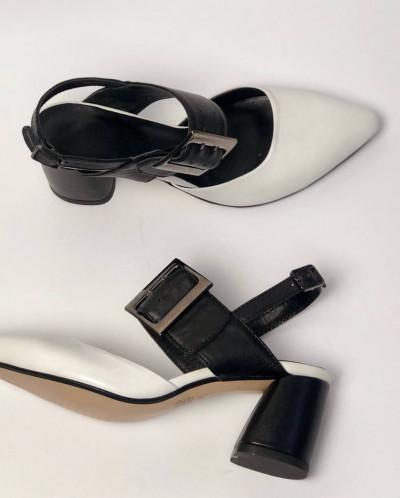Босоножки комбинированные из белой и черной кожи.