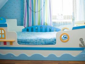 Спальня для мальчика в морском стиле.