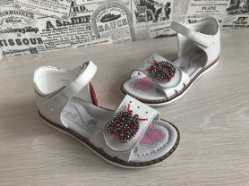 новые сандалии для девочек