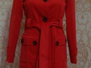 Новое пальто c декоративными пуговицами на спине