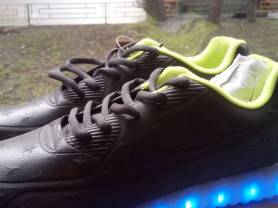 кроссовки    новые  мигают 26 см стелька