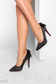 Элегантные атласные туфли