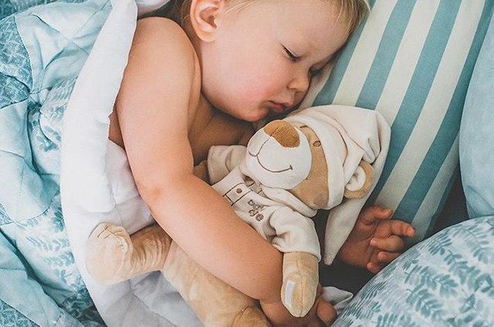 44f1f7b6ed2f6ed763249bdbca8dd12e Мягкие игрушки в кроватку для новорожденных: что купить для сна и развития