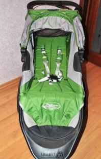 Baby Jogger Summit X3 с бампером-столиком