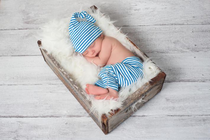Как прописать новорожденного по месту жительства матери или отца{q} Куда можно, с кем и где он должен быть прописан по закону{q}