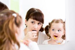 Чистим зубы ребенку и учим его это делать Игры и календарь-раскраска