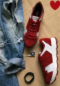 Замшевые стильные кроссовки.