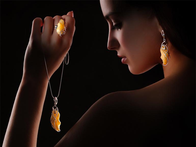украшения из янтаря, изделия из янтаря, как носить янтарь, янтарь